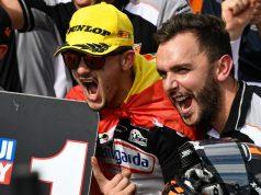 Celebración de Canet con el equipo. Fuente: MotoGP